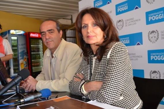 El jefe del Subprograma Gestión y Administración Cultural, Gustavo Romero Borri y la asesora del Programa de las Culturas, Mirta Mobellán