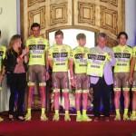 Equipo italiano de ciclismo recibido por el Gobernador de San Luis