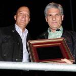 Intendente Andrés Vallone entrega placa a Gobernador Claudio Poggi