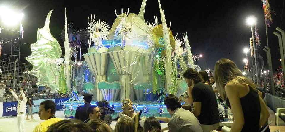 muestra temática del Carnaval de Río en San Luis