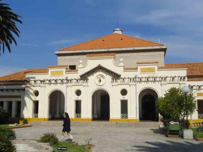Frente del Colegio N.º1 Juan Crisóstomo Lafinur