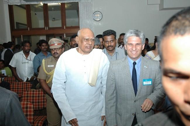 El Gobernador Poggi toma juramento al Director de la Oficina Comercial de San Luis en la India