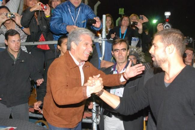 Gobernador de San Luis, CPN Claudio Poggi, saluda al actor brasilero Cauá Reymond